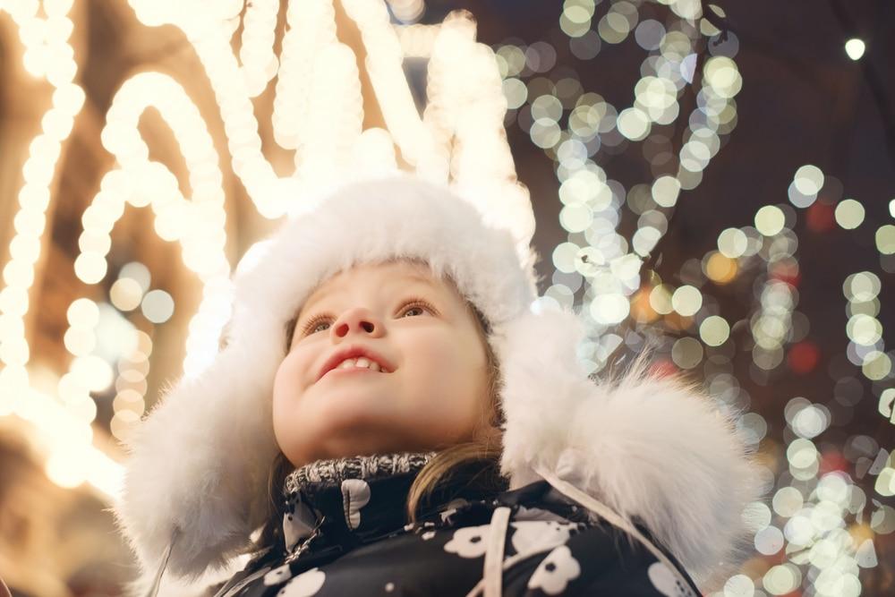 child-holiday-lights